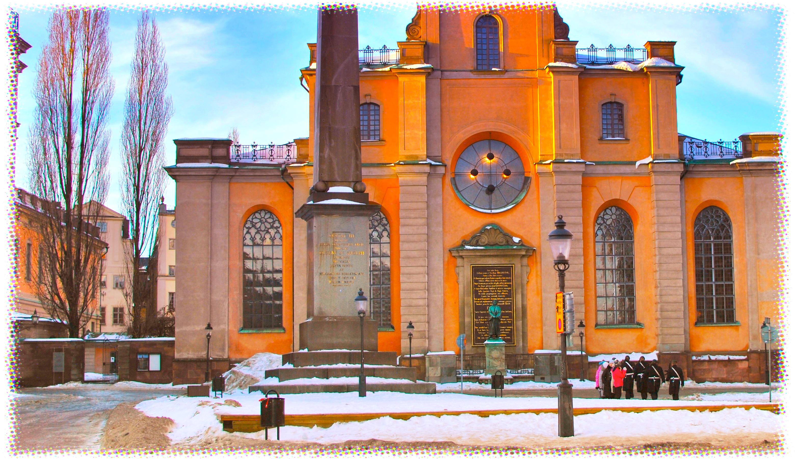Man hittad skadad vid kyrka